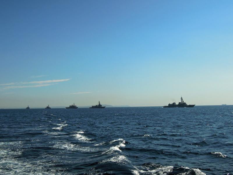 この後、「ゆうだち」が先導する観閲艦隊とこの観閲付属艦隊の間を受閲艦隊... 2012自衛隊観艦